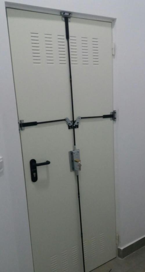 Cerrraduras para garajes y trasteros for Puerta trastero seguridad